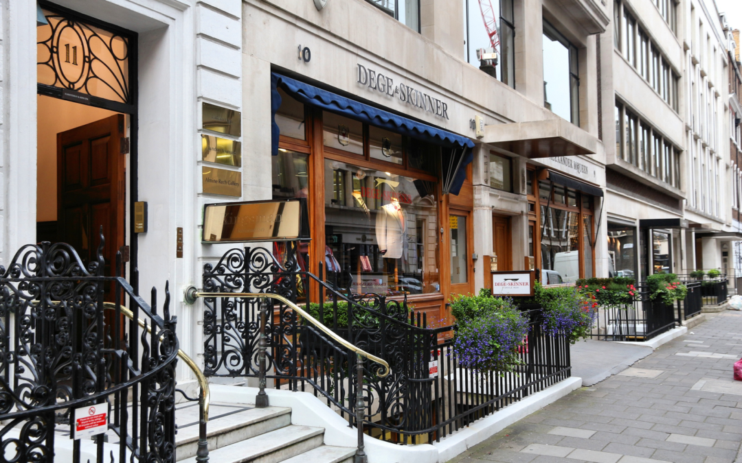 How Ignas performs painting and decorating in Mayfair?
